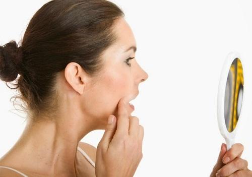 Cách nhận biết da nhờn (da dầu) và các bước chăm sóc - tri mun bang tinh dau tram3
