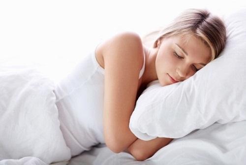 Giấc ngủ ảnh hưởng tới làn da bạn như thế nào? - ngu sau