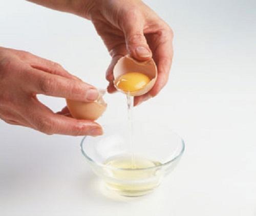 Cách làm mặt nạ trị mụn từ lòng trắng trứng