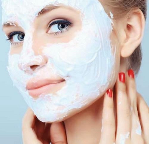 8 mặt nạ tự làm cho làn da không tì vết - hình phụ nữ đắp mặt nạ