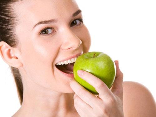 Kết quả hình ảnh cho phu nu  ăn táo