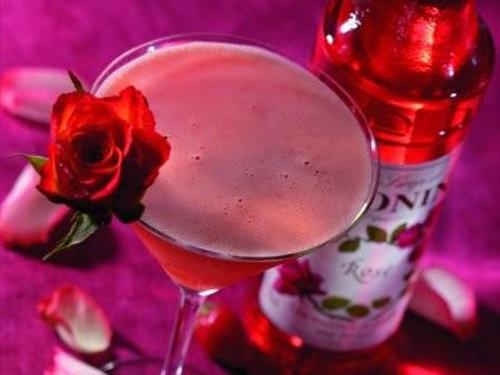 Bí quyết làm đẹp da từ các loại rượu - hình rượu hoa hồng