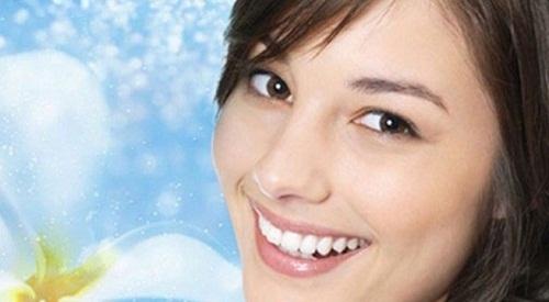 phụ-nữ-cười-có-hàm-răng-đẹp