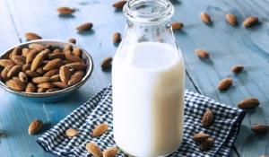 Dùng hạnh nhân trong uống, ngoài đắp trị mụn hiệu quả tại nhà - sữa hạnh nhân 300x175