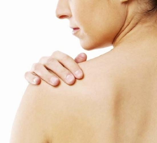 Cách trị mụn ở lưng trong mùa nắng nóng - Noi mun o lung