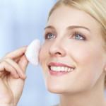 Các bước chăm sóc da cơ bản hàng ngày đúng cách - toner nước hoa hồng 150x150
