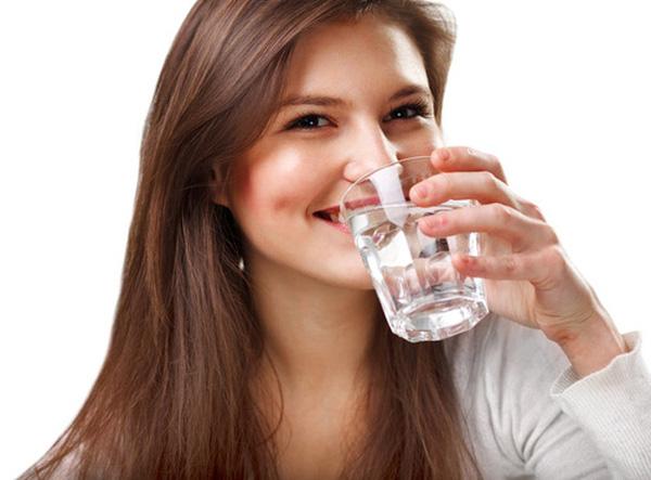 10 tác dụng cực tốt cho sức khỏe của quả bơ - 1 thuc day buoi sang nen danh rang hay uong nuoc truoc 1452844333724