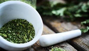 Bột tía tô giúp làm trắng da cho chị em - green veggie powder horizontal 300x175