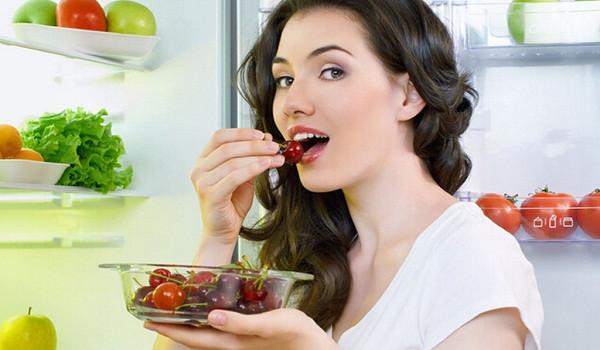 Phụ nữ tuổi 30 chăm sóc da mặt đúng cách như thế nào? - ăn trái cây 600x350
