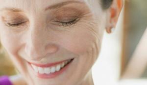Hỏi: Dưỡng chất nào trong Collagen ADIVA GOLD có vai trò chống chảy xệ da ? - lao hoa 300x175