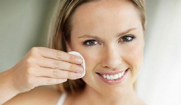 Quy trình chăm sóc da mặt hàng ngày phái nữ cần nằm lòng - phu nu tay trang 600x350