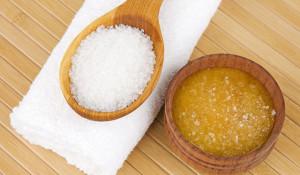 Bạn đã thử cách làm trắng da bằng muối này chưa? - cach lam trang da bang muoi 5 300x175