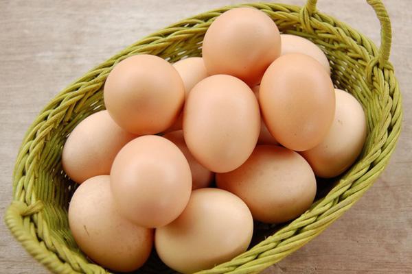trứng gà thực phẩm giàu vitamin nhóm B