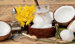 Top 3 cách trị mụn bằng dầu dừa được các chuyên gia chia sẻ - cach tri mun bang dau dua 5 300x175