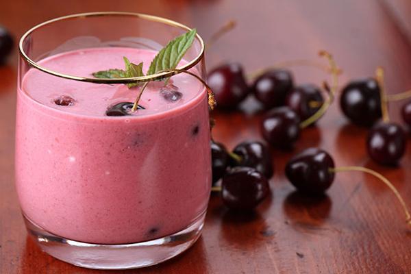 uống gì chống lão hóa da - sinh tố cherry