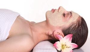 2 công thức giúp làm cho da mặt trắng mịn từ bột hạt sen - bot hat sen 300x175