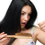 Rụng tóc ở phụ nữ trung niên - Nguyên nhân và cách khắc phục - rung toc 3 150x150