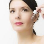 Phụ nữ tuổi trung niên có nên dùng serum chống lão hóa? - su dung serum chong lao hoa 150x150