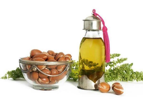 Dùng tinh dầu Argan làm tăng tính đàn hồi cho da
