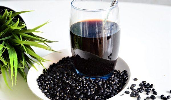Uống nước đậu đen có bị đen da không?