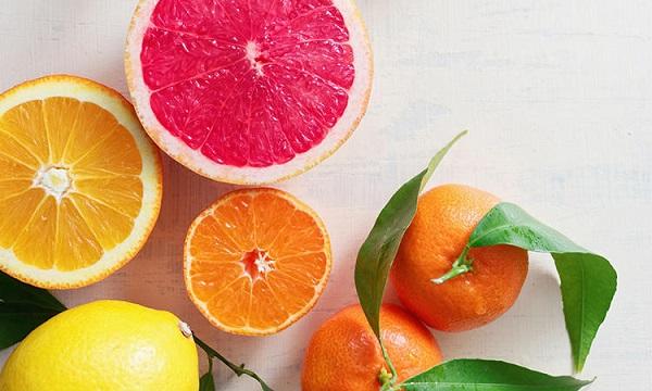 uong vitamin c trang da
