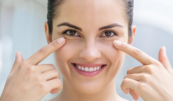 Mắt thâm quầng là bệnh gì và giải pháp điều trị - mat tham quang la benh gi 600x350