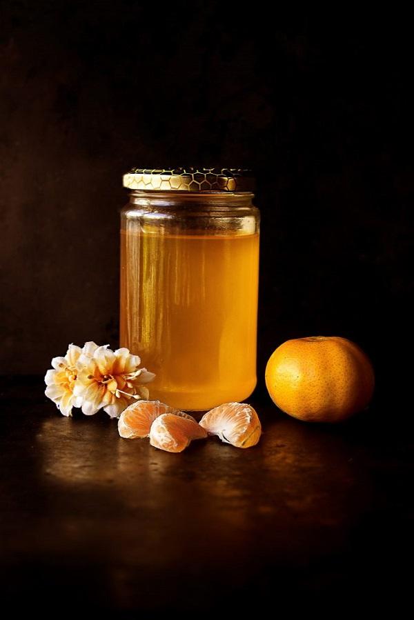 Thoa trực tiếp mật ong lên vùng da mới nặng mụn
