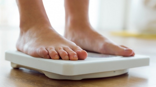 Ổn định cân nặng nhờ uống tinh nghệ đỏ