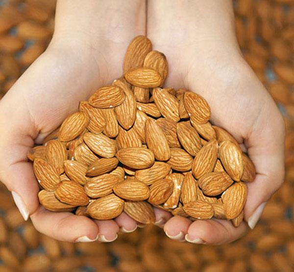 10 thực phẩm chống lão hóa dành cho các bạn ngoài 40 - hanh nhan tot cho tim mach