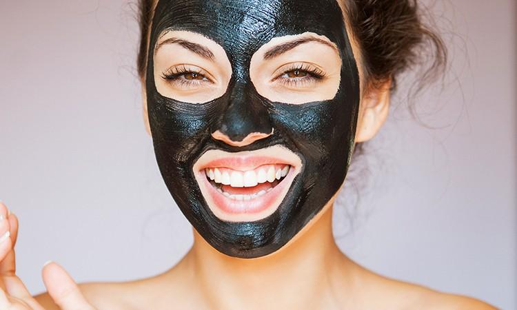 Tự làm mặt nạ than và dầu dừa để giải độc cho da - mặt nạ than củi