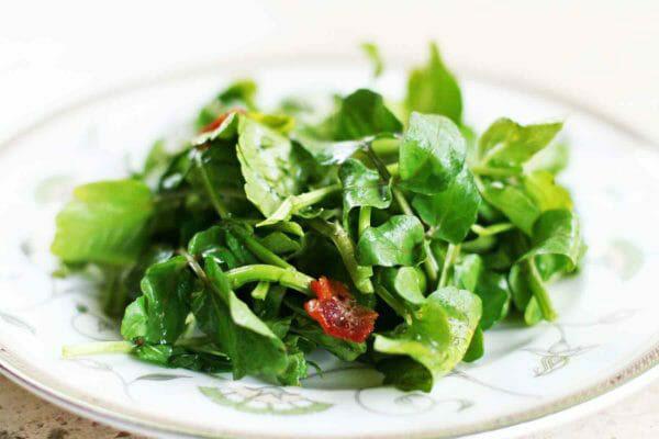 10 thực phẩm chống lão hóa dành cho các bạn ngoài 40 - cai xa lach xoong 2