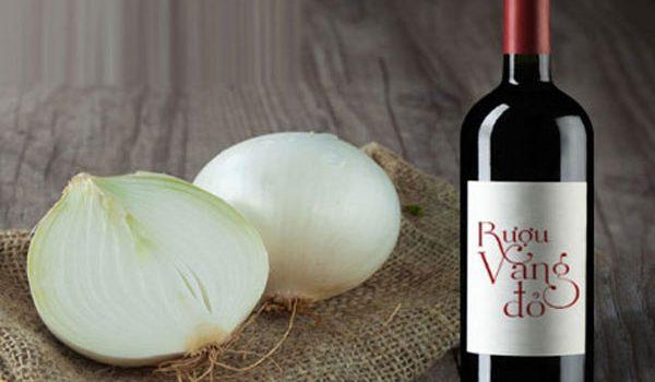 Tác dụng tuyệt vời của củ hành tây ngâm rượu vang đỏ - hanh tay vang do 600x350