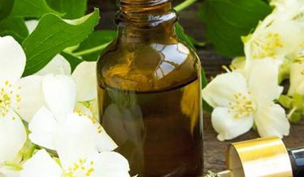 Các loại tinh dầu tốt nhất cho làn da của bạn - tinh dau hoa cam 600x350