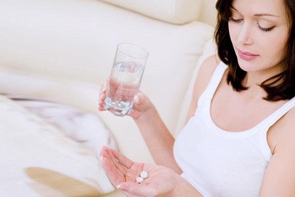 Vitamin tổng hợp có tốt cho phụ nữ không? - phu nu uong vitamin tong hop