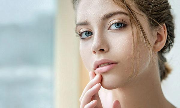 10 triệu chứng và điều trị dị ứng da khô - thoa kem duong am cho da kho