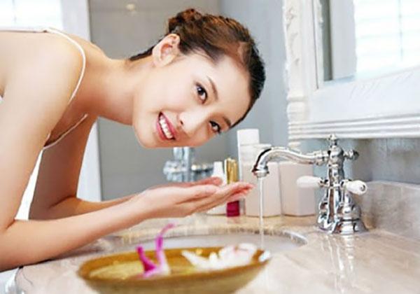 """""""Phương pháp làm sạch bằng dầu"""" cho làn da sáng đẹp và rạng rỡ - phuong phap lam sach bang dau 2"""