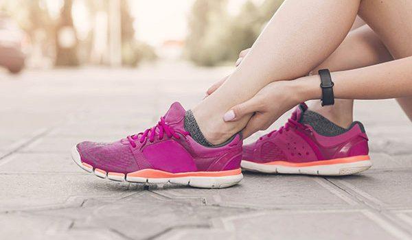 Phương pháp điều trị tự nhiên cho chứng đau gân Achilles - viêm gân gót chân 600x350